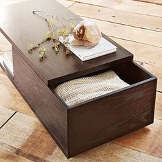 sliding-top coffee table // I'm really loving these!!