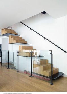 Contemporary floating staircase that is not for the faint of heart [Design: Philippe Berthomier]