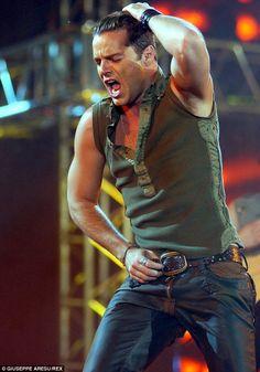 Scruff. Ricky Martin.
