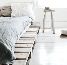 Pretty Home Decor Using Wood Pallets. Great looking sleeping place for little money. You'll love it.