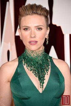 Scarlett Johansson in Atelier Versace gown at 2015 Academy Awards Scarlett Johansson, Bead Jewellery, Beaded Jewelry, Diamond Jewelry, Jewelry Rings, Collar Verde, Versace Gown, Emerald Green Dresses, Emerald Gown