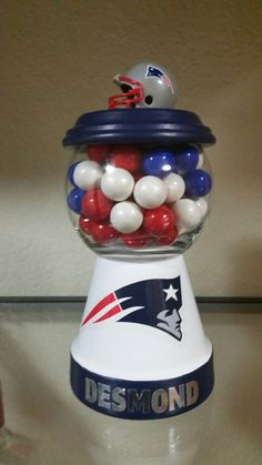 Patriots w/gumballs - Modern Clay Pot Projects, Clay Pot Crafts, Mason Jar Crafts, Bottle Crafts, Flower Pot Crafts, Flower Pots, Clay Pot Lighthouse, Diy Gumball Machine, Candy Stand