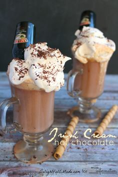 This grown-up Irish Cream hot chocolate is perfect on a cold night! Creamy, rich and wonderfully comforting, this drink will be your new favorite! Christmas Drinks, Holiday Drinks, Christmas 2017, Christmas Ideas, Baileys Drinks, Alcoholic Drinks, Liquor Drinks, Punch, Hot Chocolate Recipes