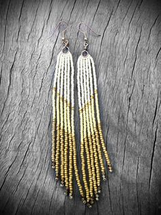 Gold Wing Fringe Earrings Cream Gold and Canary Seed von Kadhi