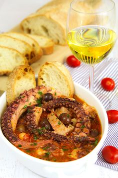 The Italian cuisine is famous thanks to several cooks whose name has been lost over the centuries; the author of the recipe of Luciana octopus stew (in...
