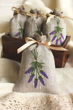 Lavanda by luli Herb Embroidery, Hand Embroidery Videos, Embroidery Flowers Pattern, Ribbon Embroidery, Flower Patterns, Embroidery Stitches, Machine Embroidery, Embroidery Designs, Lavender Crafts