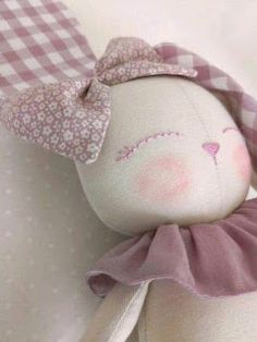 Best 12 The sweet bunny is here! She is smiling and adorable. Made in cotton fabrics, in soft tones. Its face is embroidered in shades of pink and lilac. The bow of his head is tightly sewn so that he can not detach himself. It measures approximately Fabric Doll Pattern, Doll Patterns, Doll Crafts, Diy Doll, Pet Clothes, Doll Clothes, Fabric Toys, Creation Couture, Sewing Dolls