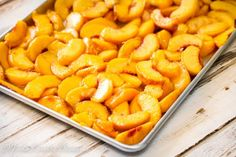 How to freeze Peaches without Sugar for fresh peaches flavor year round. Freezing Vegetables, Canning Vegetables, Frozen Vegetables, Fruits And Veggies, Freezing Fruit, Freezer Cooking, Freezer Meals, Freezer Recipes, Fresh Peach Recipes