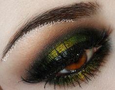 Olive green eye makeup #smokey #bold #eye #makeup #eyes