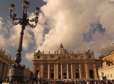 Vaticano leva moradores de rua para praia e pizzaria