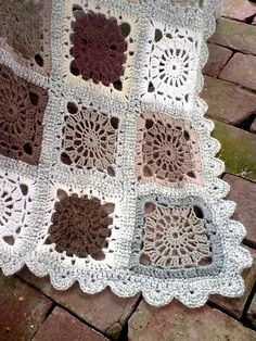 Transcendent Crochet a Solid Granny Square Ideas. Inconceivable Crochet a Solid Granny Square Ideas. Crochet Motifs, Crochet Blocks, Crochet Squares, Crochet Granny, Crochet Patterns, Granny Squares, Afghan Patterns, Crochet Home, Crochet Crafts