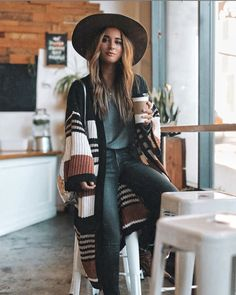 31 Inspiring Winter Boho Outfit Styling Ideas to Complete Your Bohemian Style - Artbrid - Black Women Fashion, Look Fashion, Womens Fashion, Ladies Fashion, Simply Fashion, High Fashion, Feminine Fashion, Fashion Edgy, Petite Fashion