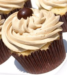 The Best Vanilla Cupcake and the Best Coffee Buttercream