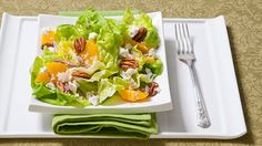 Butter Lettuce with Feta, Oranges and Red Onion - A colourful spring salad you could start Easter dinner with. Lettuce Salad Recipes, Spring Salad, Feta Salad, Orange Recipes, Easter Dinner, Soup And Salad, Onion, Side Dishes, Food And Drink
