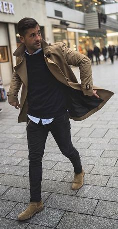 5 Men's Style Trends For 2018 & How To Wear Them - with a fall combo with a brown trench coat black sweater light but button up shirt black denim brown suede chelsea boots. Mode Masculine, Brown Suede Chelsea Boots, Mens Chelsea Boots, Outfits With Chelsea Boots, Chelsea Brown, Stylish Men, Men Casual, Outfit Stile, Brown Trench Coat