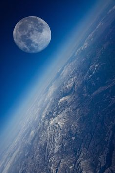 Not the Moon from the International Space Station. The Moon is too large. While the Moon has lower resolution than the Earth--notice the edge of the Moon: it is photoshopped onto the Earth photo. Earth And Space, Planet Earth From Space, Cosmos, Beautiful Moon, Beautiful World, Beautiful Space, Beautiful Pictures, Mother Earth, Mother Nature