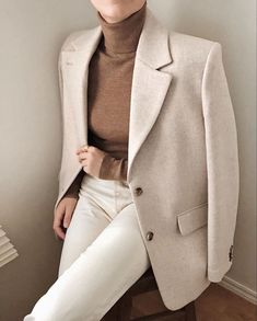 Stickning to my neutrals 🦢 Cream Blazer Outfit, Blazer Outfits, Fall Outfits, Cute Outfits, Fashion Outfits, Fashion Clothes, Summer Outfits, Blazer Color Crema, Looks Style
