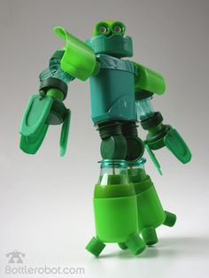 Divertidos Robôs de plástico reciclado
