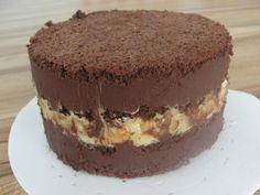 Bolo de Chocolate Trufado Chocolate Filling For Cake, Chocolate Cake From Scratch, Chocolate Diy, Chocolate Recipes, Candy Recipes, My Recipes, Sweet Recipes, Dessert Recipes, Chocolat Cake