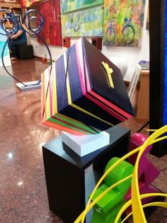 Cubos entrelineas en Soho Arts