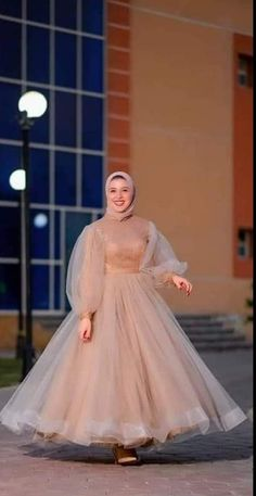 Pretty Outfits, Pretty Dresses, Beautiful Dresses, Elegant Dresses, Casual Dresses, Fashion Dresses, Hijab Dress Party, Muslim Women Fashion, Indian Party Wear