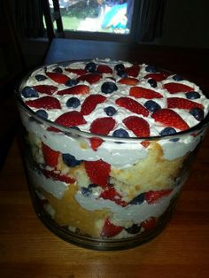 Tastefully Simple Absolutely Almond Pound Cake/Lemonade Fruit Dip Trifle I have to try this for the of July! Dessert Dips, Dessert Recipes, Tastefully Simple Recipes, Almond Pound Cakes, Good Food, Yummy Food, Eat Dessert First, How Sweet Eats, Delicious Desserts