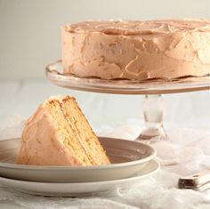 Grapefruit cake + grapefruit buttercream frosting (with recipe). I will be trying this when grapefruits are back in season :)