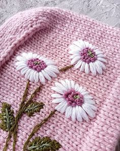Hand Embroidery Videos, Flower Embroidery Designs, Hand Embroidery Stitches, Diy Embroidery, Embroidery Techniques, Embroidery Patterns, Kids Knitting Patterns, Knitted Flowers, Knitted Hats
