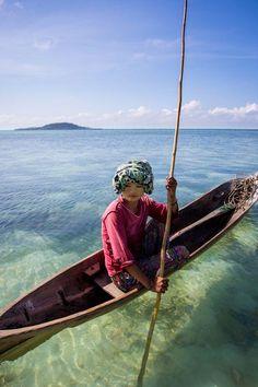 Bajau Girl Photo by Brett Monroe Garner — National Geographic Your Shot