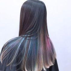 〈お客様レポート〉縦横にぼかしたようなグラデーションをつけるのが、最新インナーカラー Gorgeous Hair Color, Hair Color Purple, Cool Hair Color, Green Hair, Hair Color Underneath, Peekaboo Hair, Blonde Hair Looks, Coloured Hair, Ombre Hair