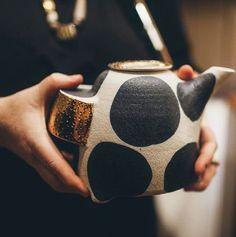 Bridget Bodenham // Polka dot tea pot // Bold patter and form. Ceramic Teapots, Ceramic Clay, Ceramic Pottery, Slab Pottery, Keramik Design, Sculptures Céramiques, Kitchenware, Tea Pots, Polka Dots