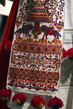 Norwegian, this is a modern example of the type of woven and over-stitched fabric that would have been worn during the Ren. in Norway for the wealthy. Folk Embroidery, Embroidery Stitches, Textiles, Bordado Popular, Norway Viking, Art Du Monde, Art Tribal, Art Textile, Textile Design