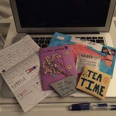 My pen pal is cuter than urs 💁🏻 Pen Pal Letters, Cute Letters, Snail Mail Pen Pals, Snail Mail Gifts, Aesthetic Letters, Mail Art Envelopes, Envelope Art, Ideias Diy, Handwritten Letters