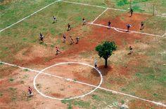 Die schönsten Fußballfotos aller Zeiten  #Soccer at its best - #Beautiful Game Great #Picture #Bolzplatz  #SaoPaulo