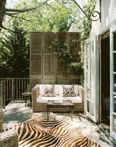 Brown, white, and green - Outdoor space - Patio - Zebra rug - love the old shutters Outdoor Rooms, Outdoor Living, Outdoor Decor, Indoor Outdoor, Ar Fresco, Outdoor Patio Designs, Patio Ideas, Pergola Ideas, Design Patio