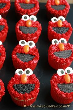 Finger food Friday – Elmo Funfetti and Chocolate Cupcakes @Kelly Teske Goldsworthy Teske Goldsworthy @ Life made Sweeter