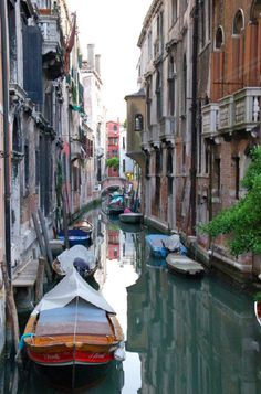 Beautiful canals of Venice There are a handful of places I've ALWAYS wanted to go to- this is one of them ♥
