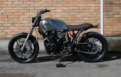 Ribera from Italie promised me to send better pictures of his Yamaha XJ 550.  Thanks Ribera, great shot's.  I never knew I wanted a XJ550 bu...