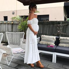 "0f16fc0c074 DANIELLE BONNOR on Instagram  ""This dress is everything!!! The prettiest  boho style for dressing my bump!!  ginghamandheels 🎀🌼👶🏽 Front shown in  insta ..."