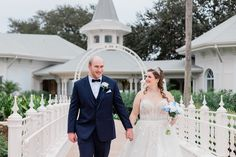 Rachel & Ian are sharing their fairy tale this week on the Disney Wedding Podcast!