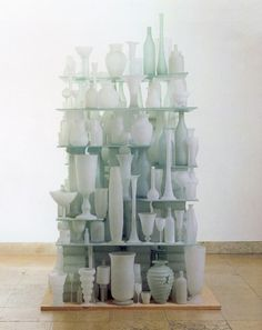 Tony Cragg-The uniformity of the objects, the simplicity, domesticity with links to building, balance.