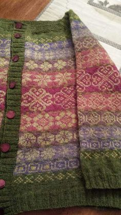 Not my favourite colourway but the idea is interesting: mainly all the sa… – Awesome Knitting Ideas and Newest Knitting Models Fair Isle Knitting Patterns, Fair Isle Pattern, Knit Patterns, Punto Fair Isle, How To Purl Knit, Knit Or Crochet, Pulls, Knitting Projects, Hand Knitting