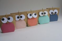 * Owl cute birthday bag * Original and large: birthday bag with cute . * Sweet birthday bag owl * Original and large: birthday bag with a cute owl, the kids will be thril Party Favor Bags, Goodie Bags, Treat Bags, Fox Crafts, Diy And Crafts, Diy For Kids, Crafts For Kids, Birthday Bag, Color Crafts