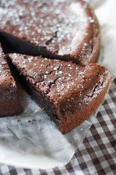 Moelleux au chocolat et au mascarpone Livre de recettes : http://www.pateacuisiner.com/livres-desserts/ #recette #dessert