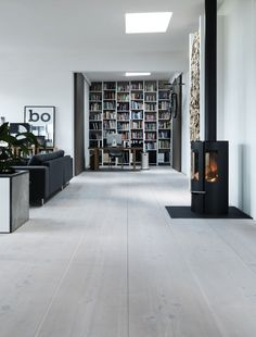 Home Tour Morten Bo Jensen. Living with less but with the best in quality. A life and work Philosophie of Vipp Chief Designer Morten Bo Jensen. Interior Architecture, Interior And Exterior, Modern Interior, Diy Regal, Interior Minimalista, Loft House, Cool Office, Office Nook, Open Office