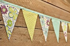 Lovely bunting appears to be made of single piece of fabric, cut with pinking shears to prevent fray