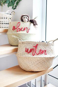 DIY Challenge: creative design of baskets, stair baskets to order - DIY Home Decor Upcycled Crafts, Upcycled Home Decor, Diy Home Decor, Diy And Crafts, Diy Furniture Plans, Kids Furniture, Challenge, Stair Basket, Diy Inspiration