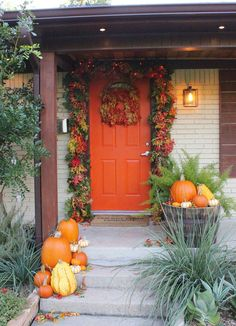 Full and Thick Fall Leaves Door Garland Autumn Decorating, Porch Decorating, Decorating Ideas, Fall Home Decor, Autumn Home, Holiday Decor, Modern Porch, Porch Plants, Artificial Pumpkins