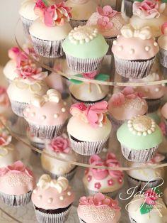 cupcakes botez fetita | productie si design candy bar | briose speciale | Idyllic Events
