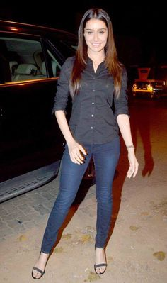 Shraddha Kapoor, producer-director Vishal Bhardwaj and a host of other Bollywood celebs were present on the occasion. Here s a look. Indian Celebrities, Bollywood Celebrities, Bollywood Actress, Bollywood Outfits, Bollywood Fashion, Bollywood Stars, Celebrity Casual Outfits, Classy Outfits, Sraddha Kapoor